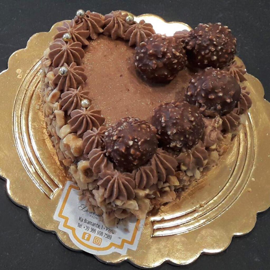 torta a cuore san valentino - ferrero rocher
