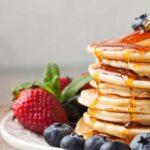 brunch pavia - pancake con frutti di bosco e sciroppo